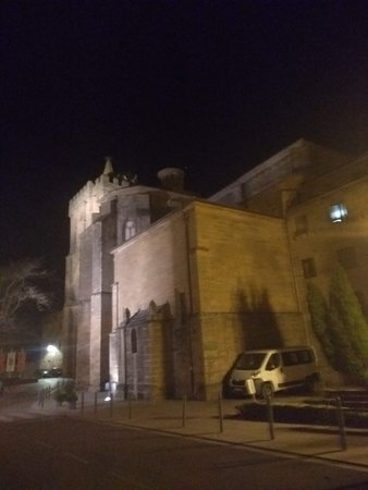 parte exterior del casco histórico junto a la torre