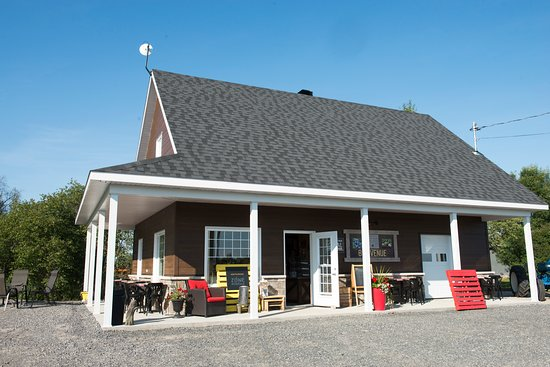 Saint-Ambroise, Canada: Boutique produits du terroir en plein coeur de la campagne.