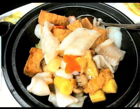 Hung Cheung Restaurant: Mixed mushrooms, salt and pepper squid & seafood with tofu.