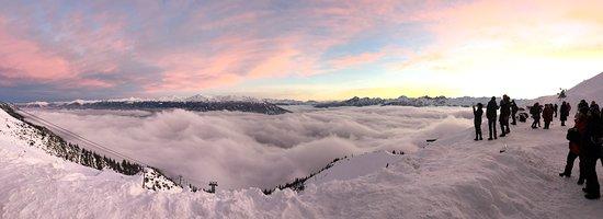 Hafelekarspitze: panoramic at sunset at second to highest gondola station