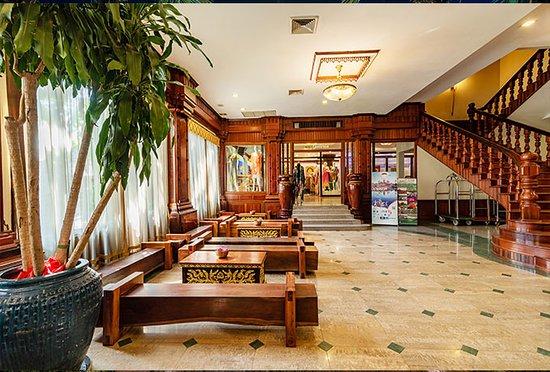 Empress Angkor Resort & Spa: Lobby Sitting Area