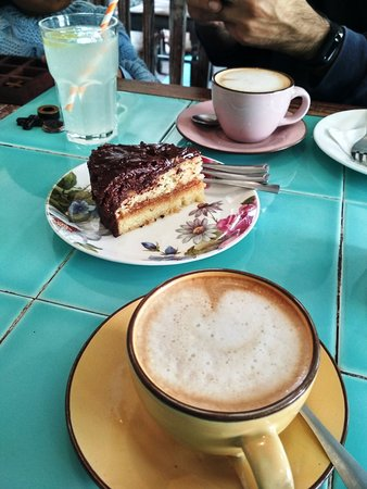 Rose Cafe: Salted caramel and chocolate fudge cake and coffee