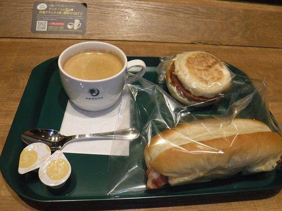 コーヒー、ソーセージエッグマフィン、コッペパンタマゴベーコン