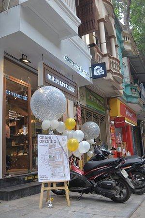 The Craft House Street Train - Souvenir & Gift Shop