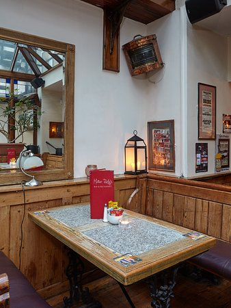 Uppercross House Hotel: Mother Rielly's Bar and Restaurant  Mother Reilly's Bar & Restaurant is renowned for its warm welcome, great food & drink and a great atmosphere. Open to residents and non-residents alike, it is a comfortable way to spend an evening.