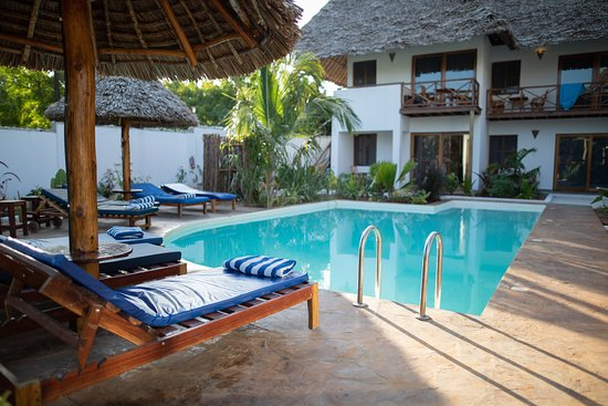 Aluna Nungwi: One of our two pools
