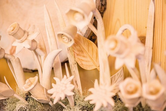Holzschnitzerei Klaus Kirchler: Holzblumen