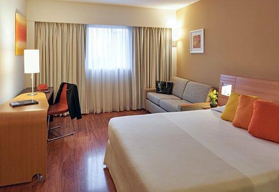 Novotel Lima San Isidro: Habitación Standard con cama de matrimonio y sofa cama doble