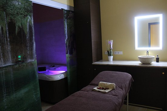 Ondara, Spain: Cabina conjunta con Jacuzzi privado para recibir los mejores masajes, solo o acompañado.