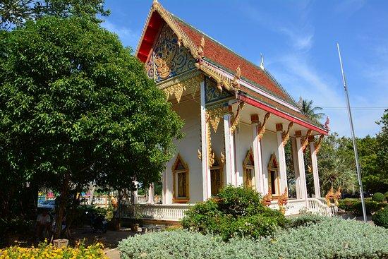 Chaithararam Temple (Wat Chalong): 鮮やかな作りの寺院
