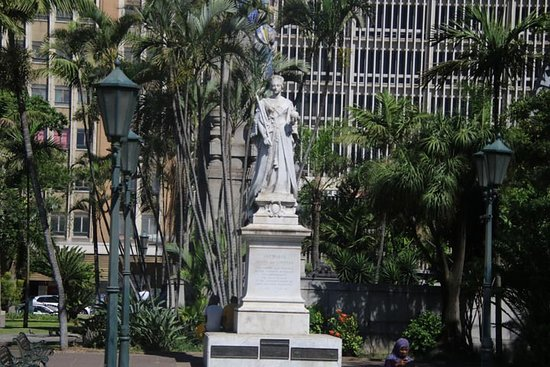 Durban City Hall: Queen Victoria statue 1897