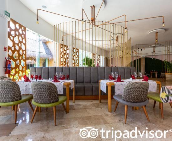 La Lola at the Grand Palladium Kantenah Resort & Spa