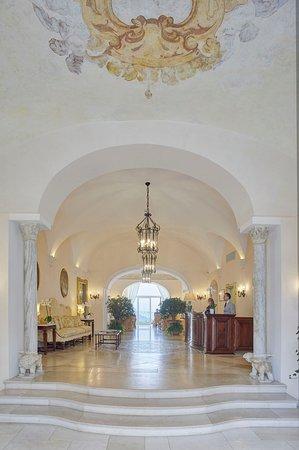 Belvedere Restaurant: The hotel lobby