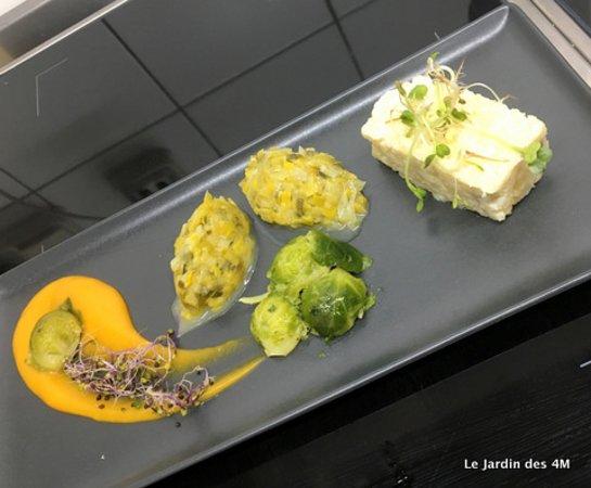 L'assiette végétarienne : risotto de topinambour, fondue de poireaux, choux de Bruxelles, purée de butternut, graines germées.