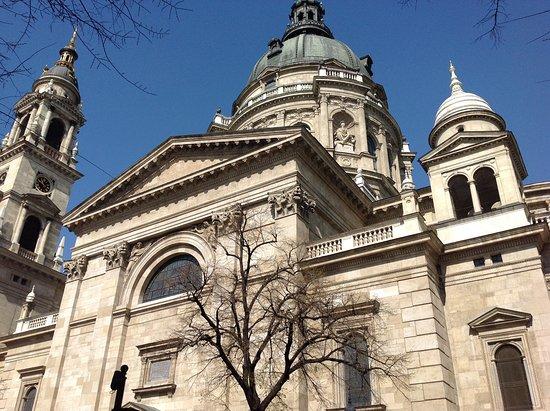 ...Basilica di Santo Stefano...