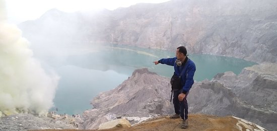 Ijen Crater has a cool panorama when the sun rises  Come and prove the coolness of the Ijen crater If you want information, please contact