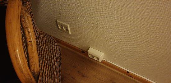 Veldig bra med nok stikkontakter på rommet!