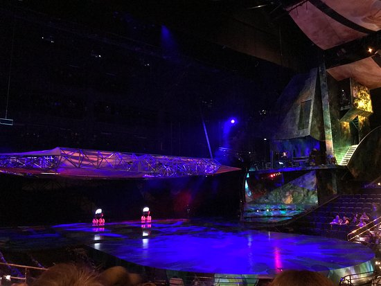 Mystère by Cirque du Soleil: the scenario goes up and down