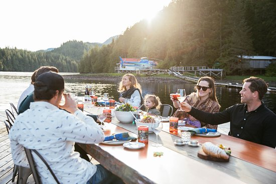 Nimmo Bay Wilderness Resort: Dining With Friends