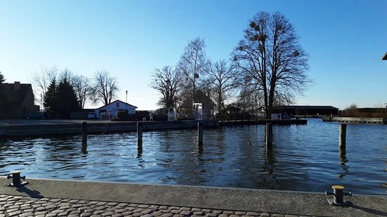 Neustrelitz, Németország: Puerto del lago.