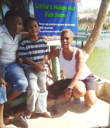 Little Hobby Hut Safari & Fish Farm: Fishing time at Little Hobby Hut