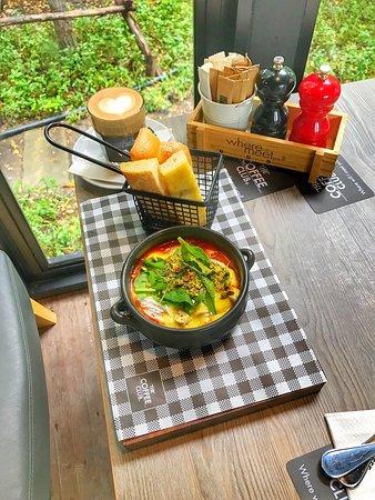 أفضل كوفي في بانكوك من ناحية الفطور فطور ممتاز وقهوة ممتازة ومكان هادئ وجميل وموظفين محترمين جداً