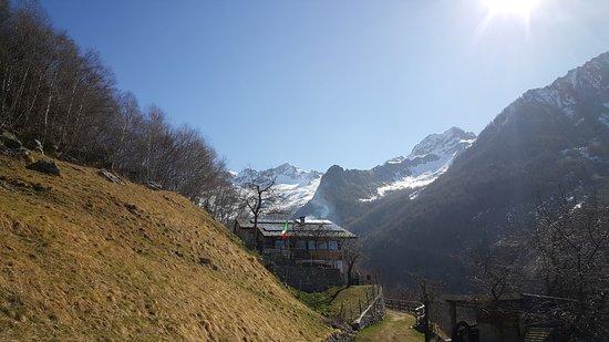 Rifugio Frasnedo (1287 m), Comune di Verceia (SO)