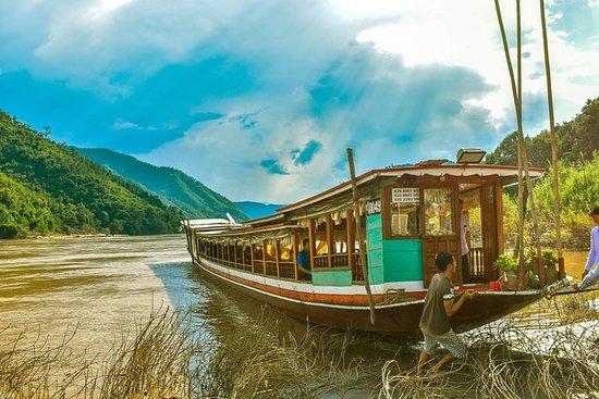 私人琅勃拉邦乘船游览丛林,河流和村庄