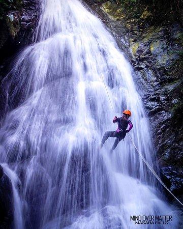 Palompon, Filippijnen: Rappelling on the Masaba Falls Hike