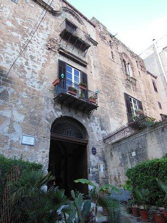 Palazzo Conte Federico: L'ingresso del palazzo