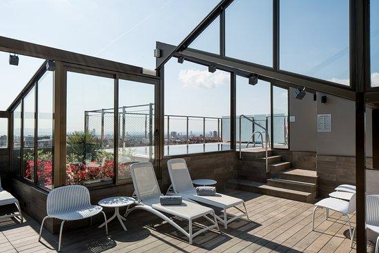 Hotel Catalonia Park Putxet: Piscina y solarium