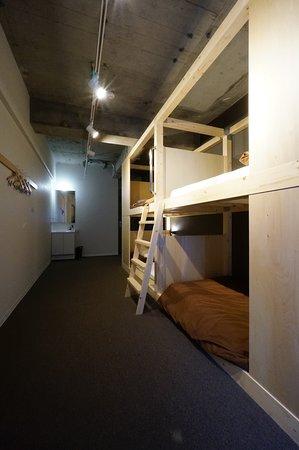 個室(4名定員・ 共用バスルーム&トイレ)