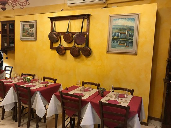 Le Piastre, Włochy: Sala grande Ristorante le lastre