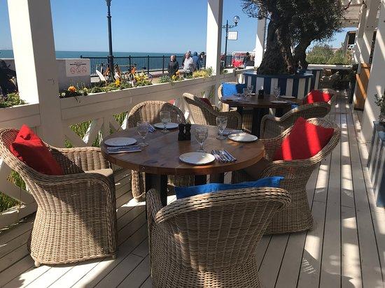 Fish Restaurant Klevo: Интерьер летней террасы