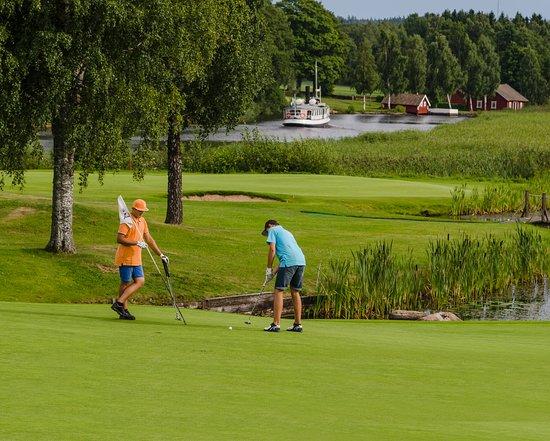 Tranas, Suecia: Golfbanan med Sjön Sommen i bakgrunden
