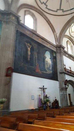 El Atrio del Templo de San Francisco: Camino al centro histórico encontrarás esta pequeña iglesia que aun está siendo restaurada, cuenta con  pinturas bellisimas  y espacio arte