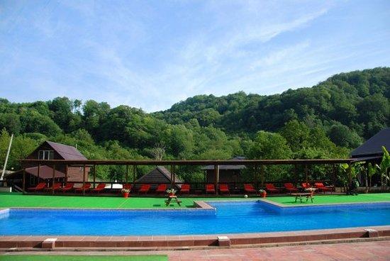 Большой спортивный бассейн с подогревом, 100 м2.