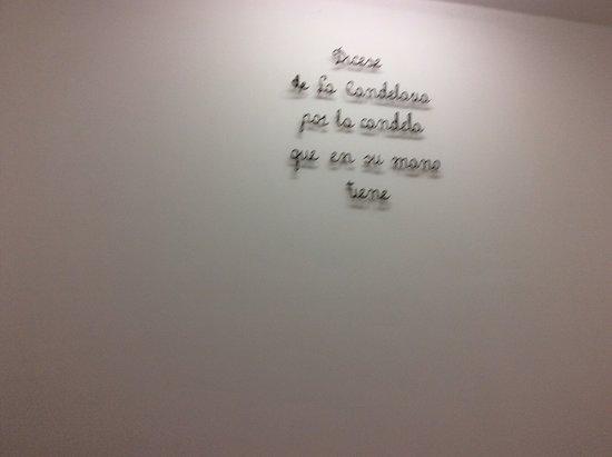 Aux murs