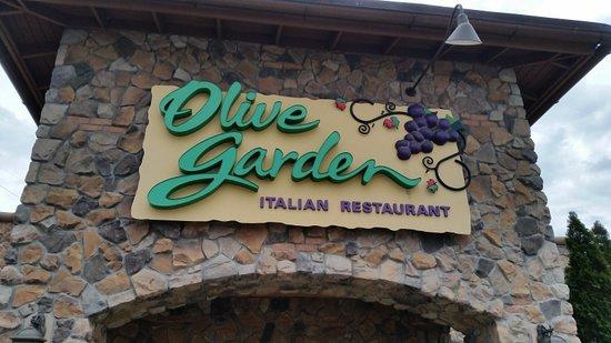 Olive Garden: Front of restaurant