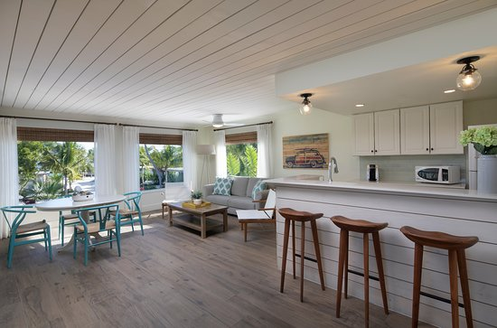 One bedroom King partial ocean view cottage (621)