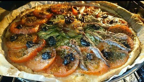 Aux Demoiselles Du Mont: tarte provençal