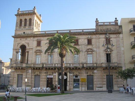 Palazzo Bruno di Belmonte: Paladsets front