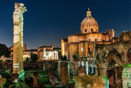 Rome Night Photo Tour: A Forum Shot of Rome