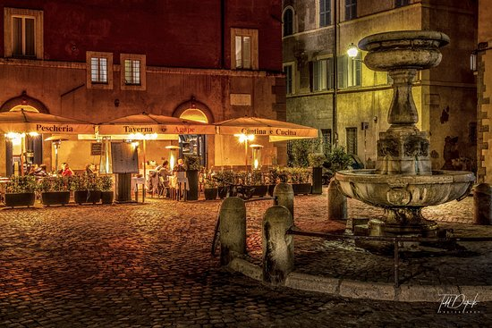Rome Night Photo Tour: Pescheria Taverna Agape Cantina e Cucina at Night