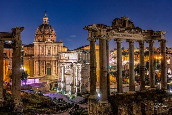 Rome Night Photo Tour: Forum at Night