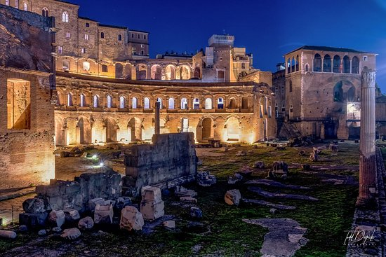 Rome Night Photo Tour: Trajan's Market at Night