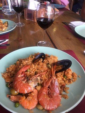 La Luna Cafe Tapas Bar: famous paella lunch