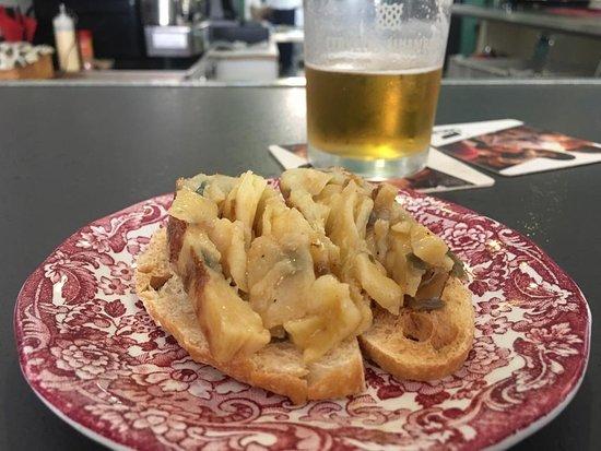 La Luna Cafe Tapas Bar: spanish tortilla