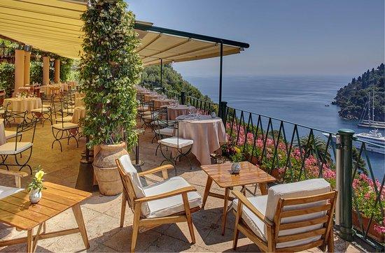 The bar next to La Terrazza Restaurant