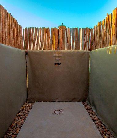 Siyaya Bush Lodge: Outside Shower